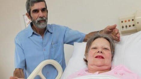 Mujer de 61 años da a luz a gemelos