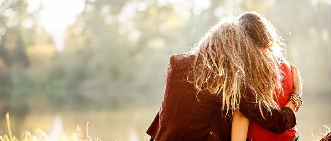 Mujeres solteras y parejas de lesbianas no pueden someterse a tratamientos de fertilidad en Francia