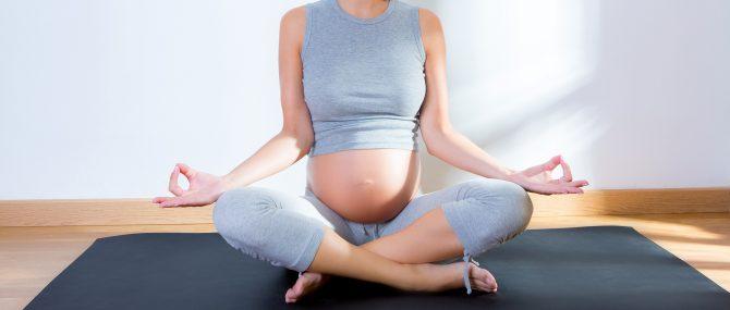 ¿Puedo hacer algo para cambiar la posición del bebé que viene de nalgas?