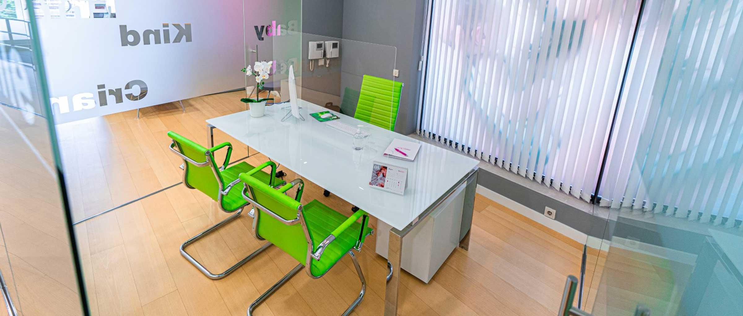 Despacho para informar del presupuesto en Ovoclinic Madrid