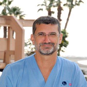 Dr. Alberto Flores Gornés