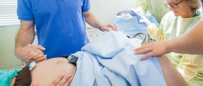 Imagen: El Ministerio de Sanidad dejará de fomentar el parto natural por los gastos económicos que genera