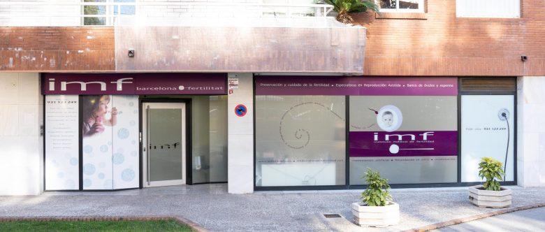 Imagen: Jardín delantero de la clínica IMF Barcelona