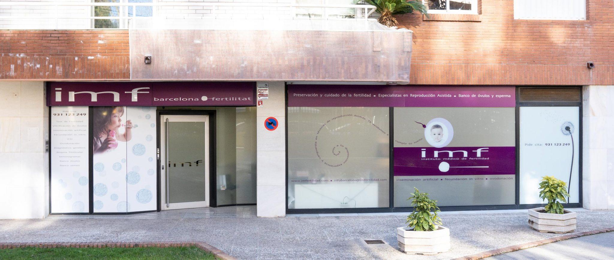 Jardín delantero de la clínica IMF Barcelona
