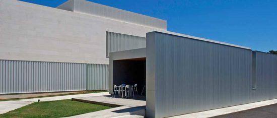 Exterior del edificio de Instituto Bernabeu en Alicante