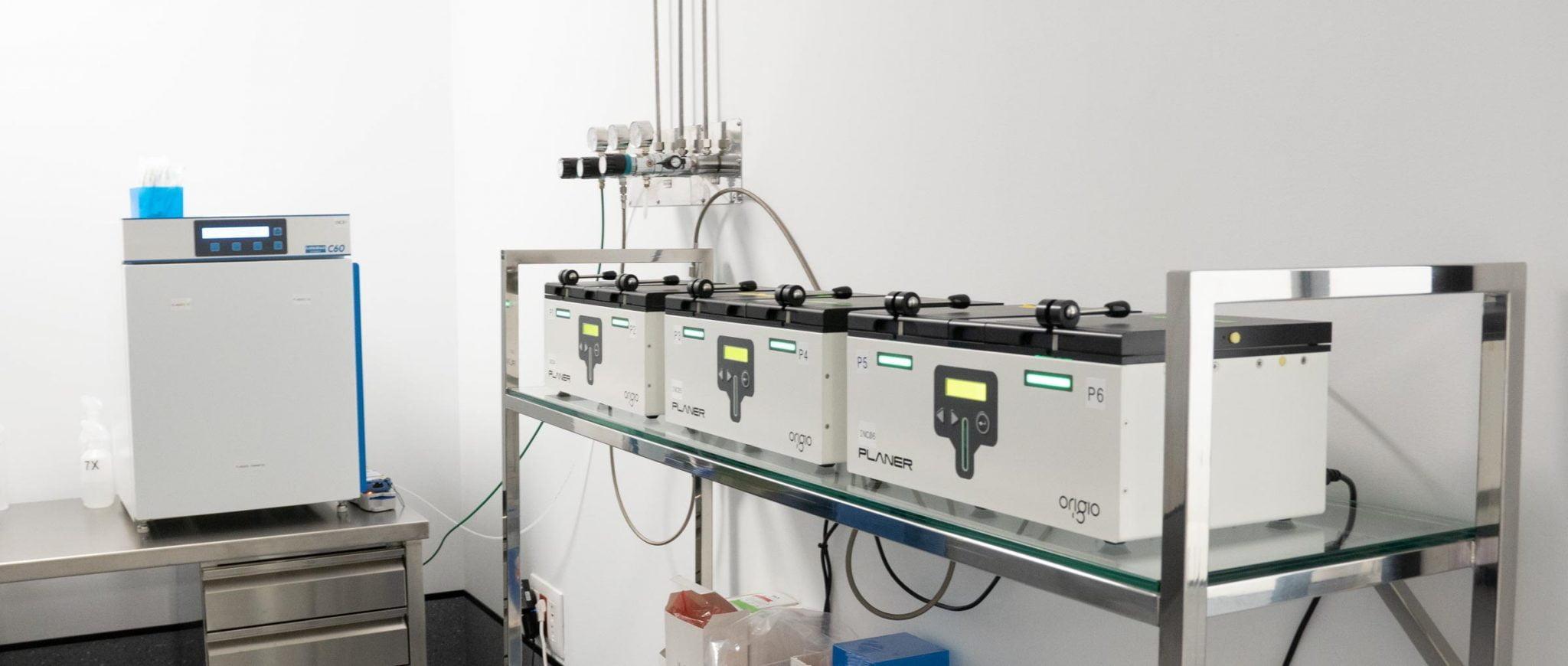 Incubadores en el laboratorio de Fertty