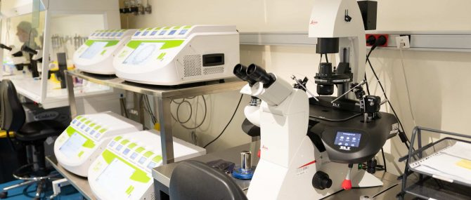 Imagen: Laboratorio IVF-Spain: incubadores time-lapse y microinyector