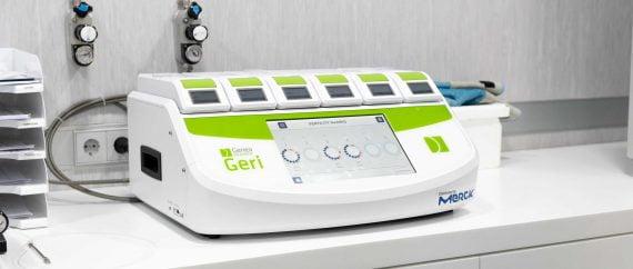 Imagen: Microscopio e incubador de Fertility Madrid
