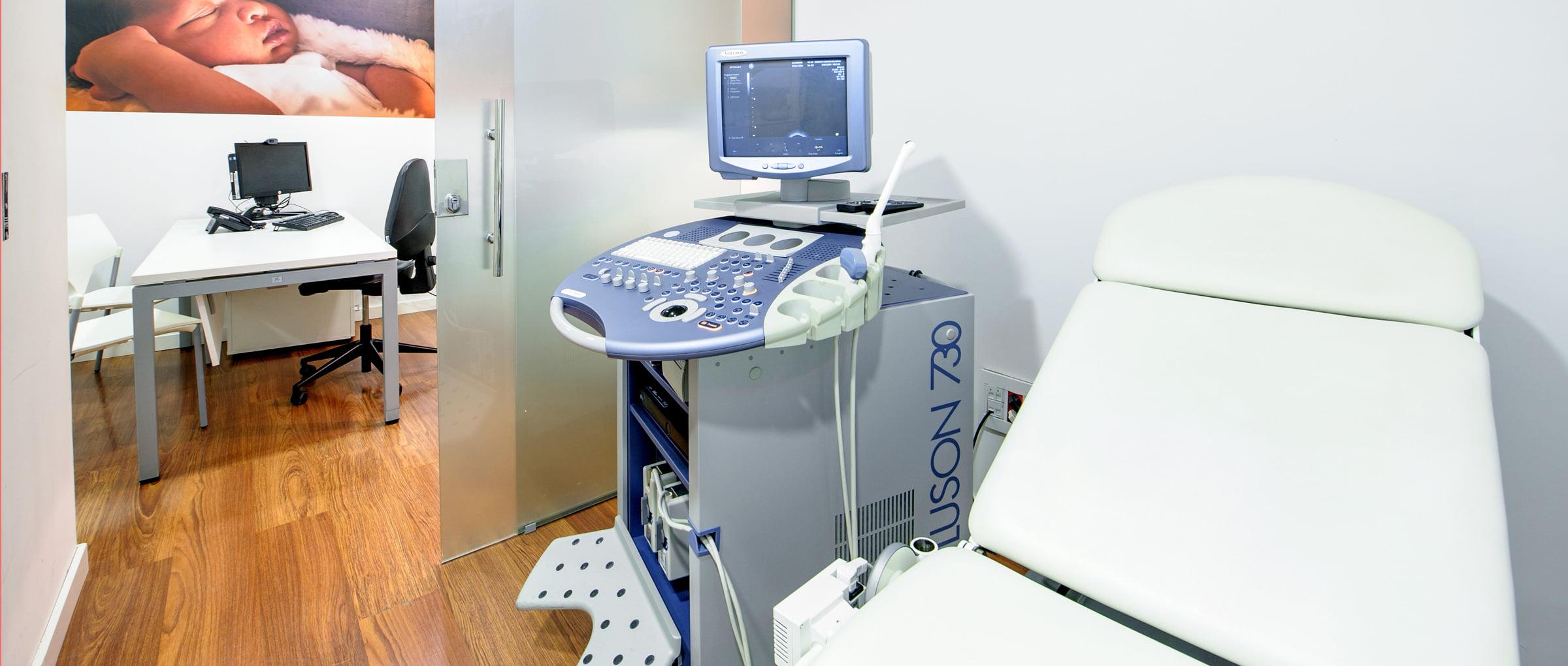 Sala de exploración Juaneda Fertility Center
