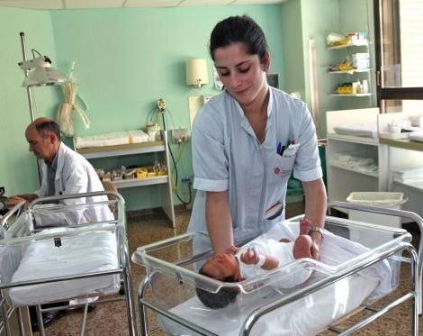 la natalidad desciende en los hospitales españoles